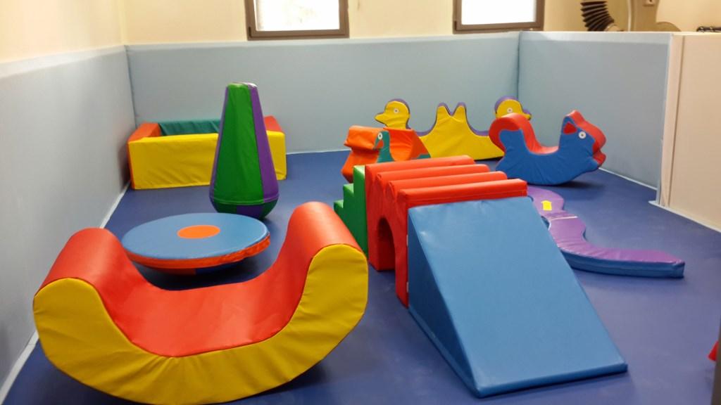 ציוד גימבורי בחדר משחקים לגן ילדים
